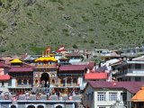 Over-built Badrinath town with the temple (courtesy S. Mukherjee)